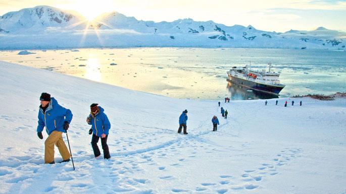 antarctica-hikers