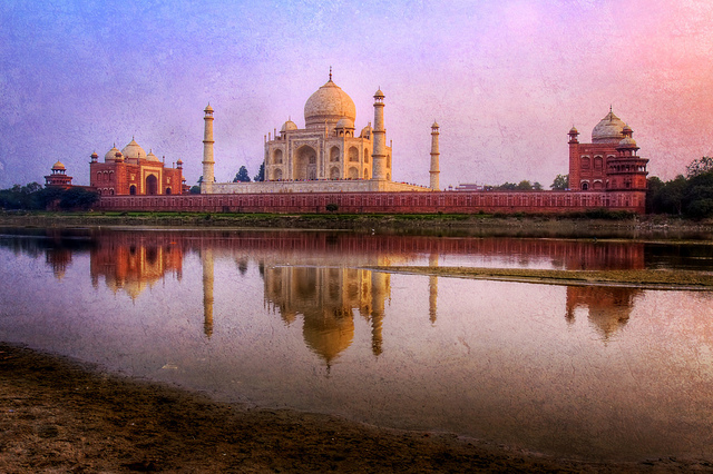History of Taj Mahal in Hindi