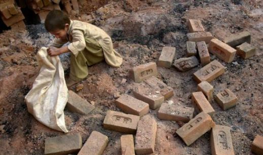 child labour in india in hindi The child labour (prohibition and regulation) act, 1986 is one the most debated acts regarding children in india it outlines where and how children.